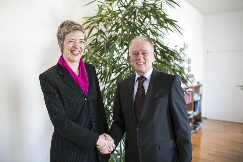 OB Fritz Kuhn begrüßt Schweizer Generalkonsulin Irene Flückiger Sutter Foto: Leif Piechowski